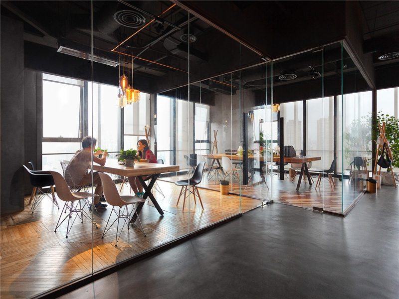 LEO-headquarters-in-Shanghai-glass-walls
